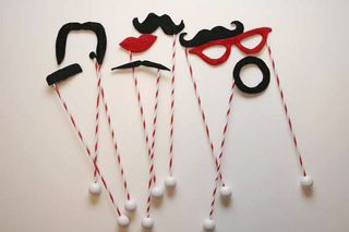 Diy-mustache-photobooth-props-1
