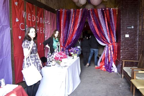paper-garland-wedding-curtain-inspiration