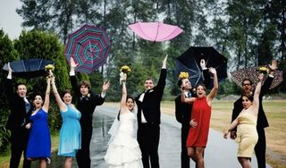 Bridal-party-with-umbrellas