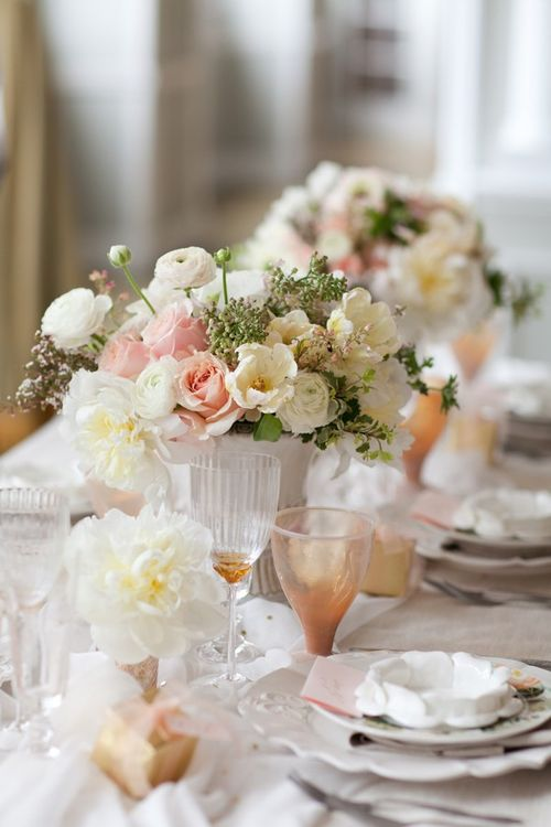white-pink-wedding-romantic-centerpeices
