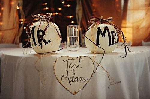 pumpkin-mr-and-mrs-sign-wedding