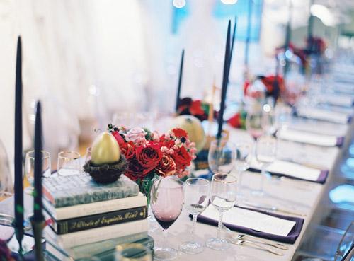 fairytale-table-decor-gold-egg-decoration-table