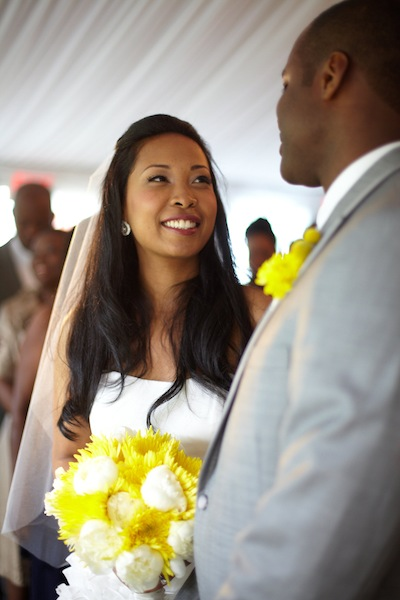 bride-and-groom-yellow-and-white-flowers