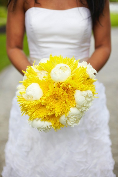 cad4f8e809c4 Vintage Hollywood Wedding with Yellow and Gray Details - R P ...