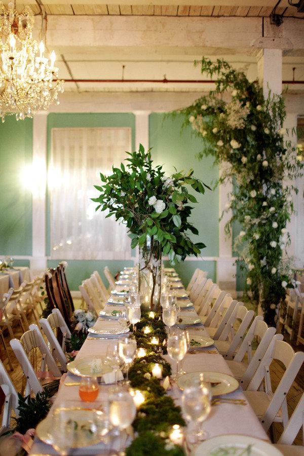 Merveilleux Metropolitan Building Table Decor Moss Runner Candles