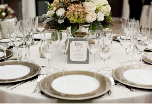 sophisticated-chargers-grey-wedding