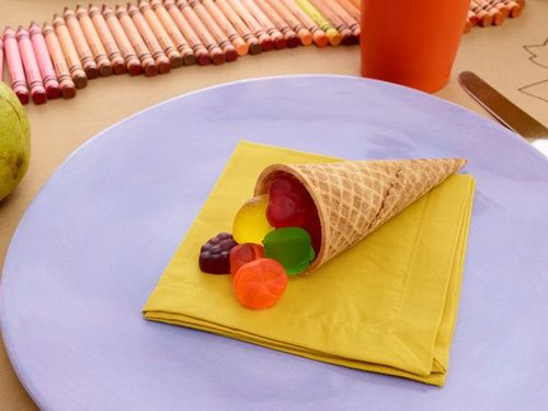 thanksgiving-kids-table-ice-cream-cone-cornucopia