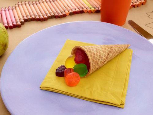 thanksgiving-kids-table-ice-cream-cone-cornucopia