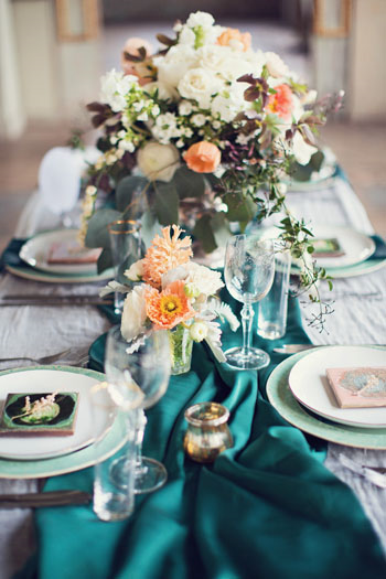 emerald-peach-cream-wedding-flowers-inspiration